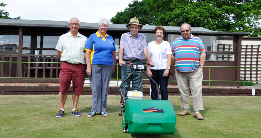 Ransomes helps out local bowls club
