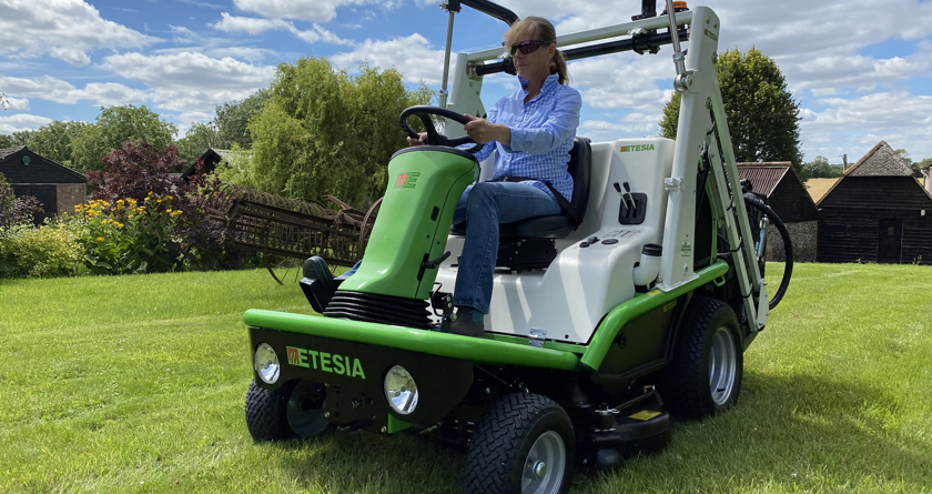Etesia Hydro 124 DL is part of the family
