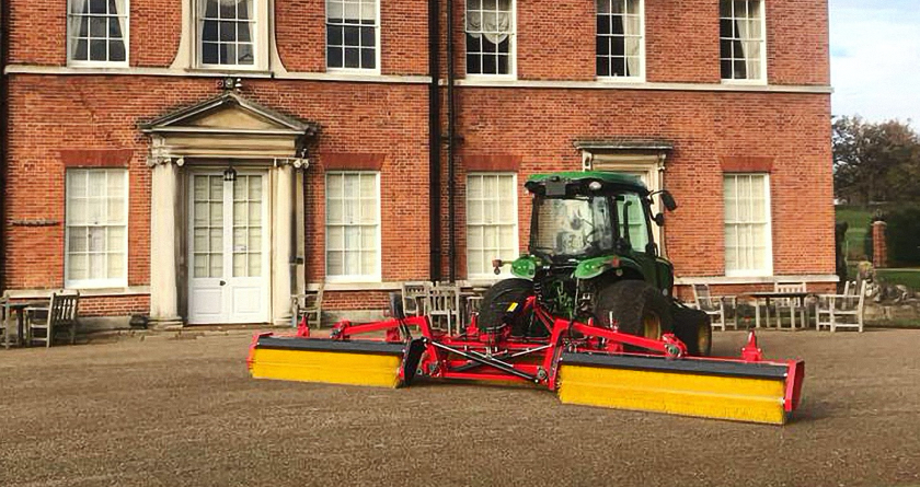 Redexim Top-Brush provides worm cast solution at Brocket Hall GC